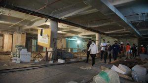 Walikota surabaya saat meninjau basement