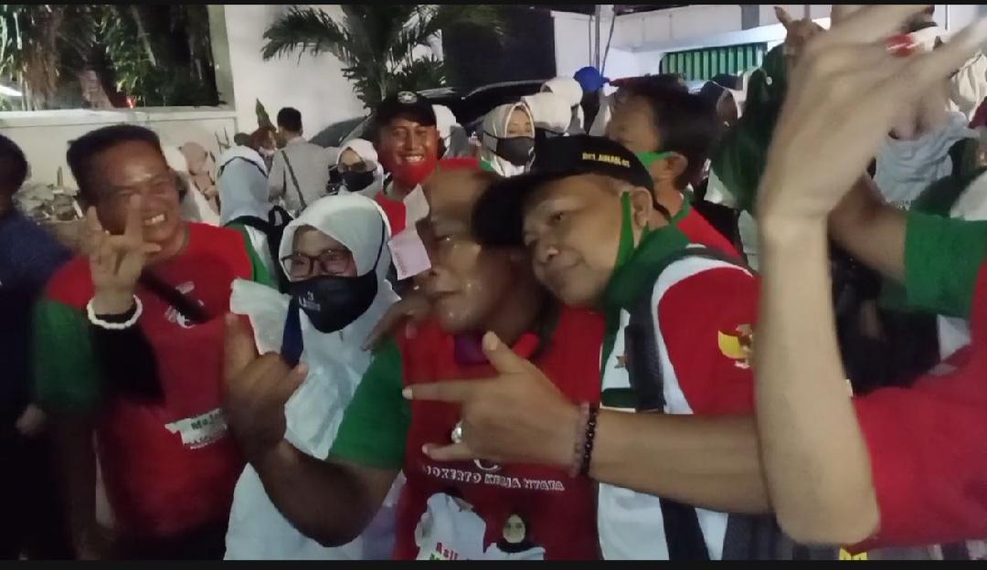 Simpatisan dan Relawan Pemenangan Cabup Mojokerto Nomor 3 Padati Halaman TV9