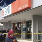 Terkait Penyegelan Kantor Kas BANK BNI. Satpol PP Kota Mojokerto Perlu Diancungi Jempol