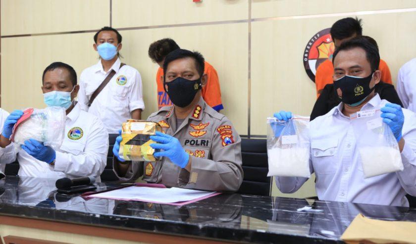 Subdit III Ditresnarkoba Polda Jatim Amankan Ineks dan Sabu Dikemas di Teh China